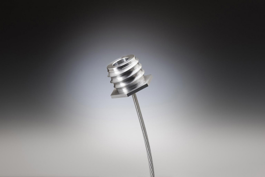 Threaded cable fitting assembly